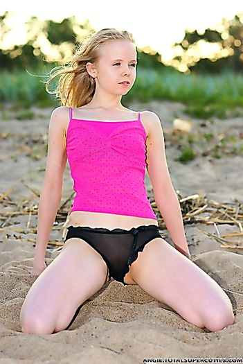 Eighteen-year-old doll does a nude shoot