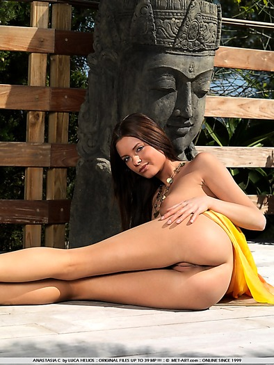 Nice ass and pussy exposed outdoors under the sun