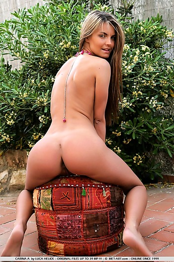Small breast teen with a nice round ass outdoors